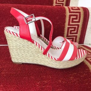Kelly and Katie size 8.5 wedge shoes